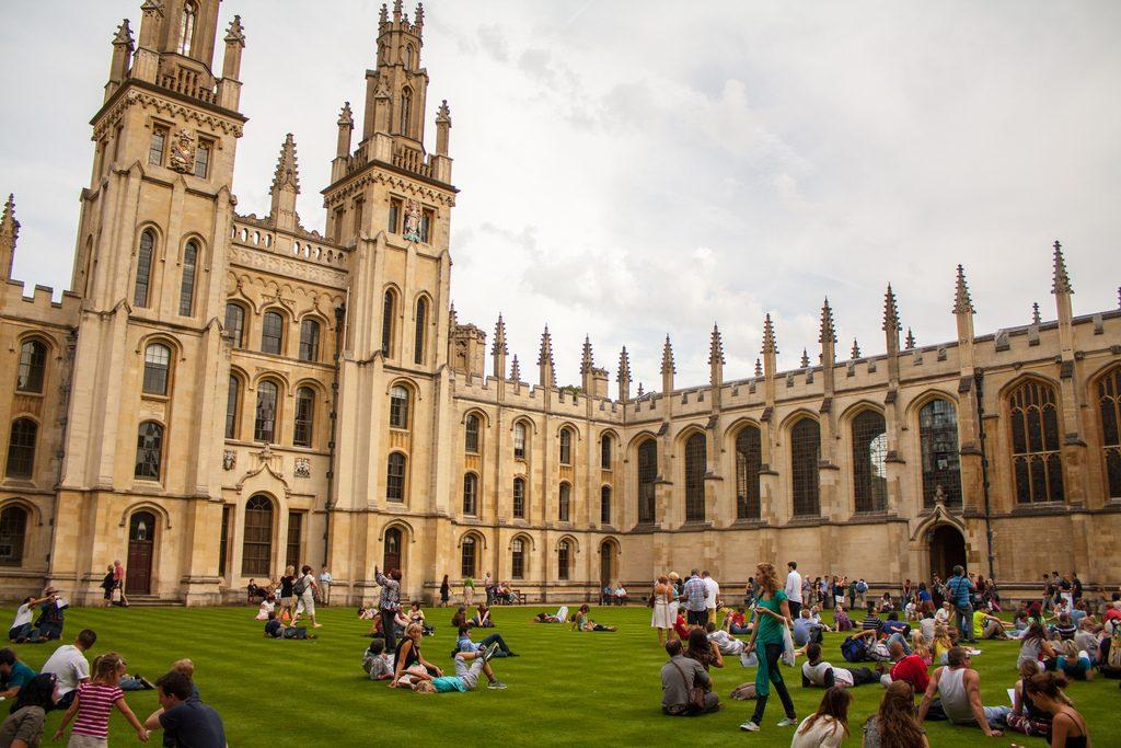 Oxford - kursy językowe - Almatramp